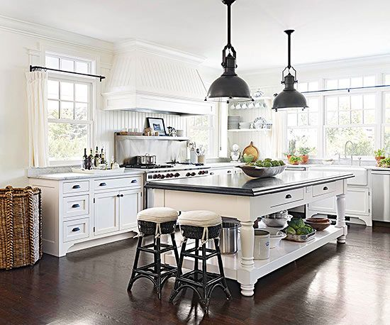 The elegant combination of black and white in this cottage-style kitchen has us swooning: http://www.bhg.com/decorating/decorating-photos/kitchen/black-and-white-cottage/?socsrc=bhgpin022015blackandwhitecottage&kitchen