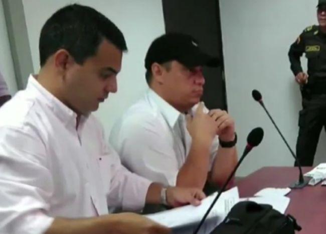 Denuncian que fiscal que disparó a dos jóvenes continúa en su puesto  En #Córdoba denuncian que un fiscal que confesó haber disparado a dos jóvenes en medio de una riña hace más de un año sigue en su puesto y su juicio aún no comienza.