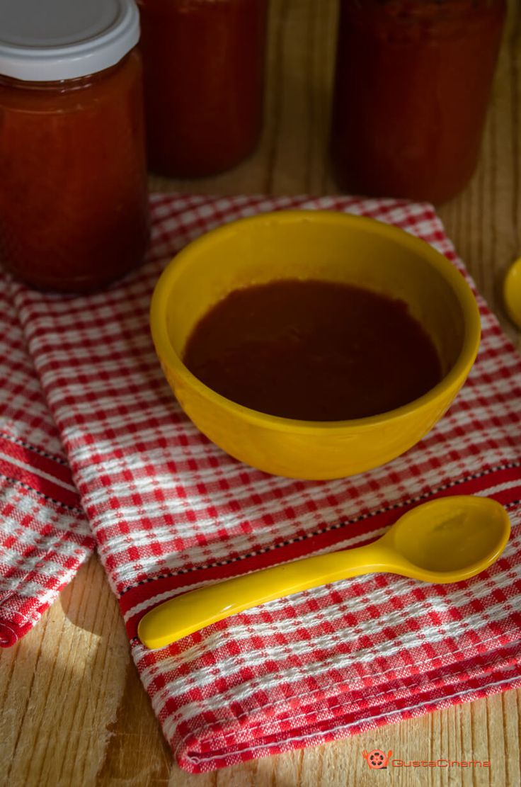 Il ketchup è una salsa amata proprio da tutti, grandi e piccini. Ottima per accompagnare Patatine, hamburger e hot dog.