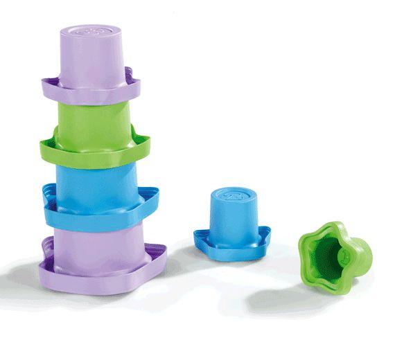 Jouer pendant le bain avec les gobelets empilables éco-conçus Green Toys