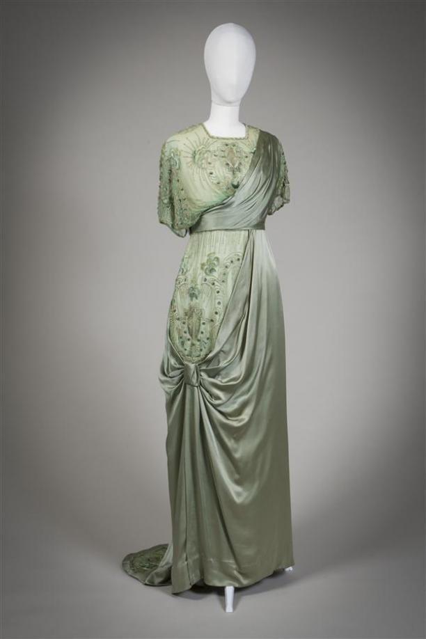 Evening dress ca. 1912-13. From the Gemeentemuseum Den Haag via Mode Muze.