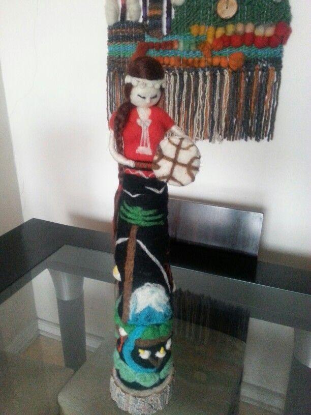 Escultura en fieltro agujado  Mapuche machi chile
