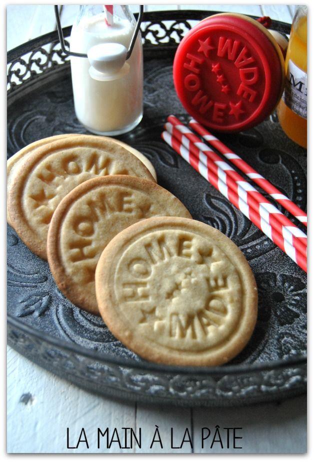 Sablés réalisés au tampon à biscuits, aromatisés au miel et à la cannelle