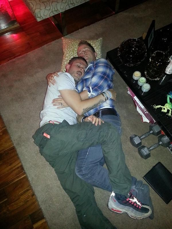 Dominic Monaghan (Merry) and Billy Boyd (Pippin). The Bromance. One of my favourite pictures of them.