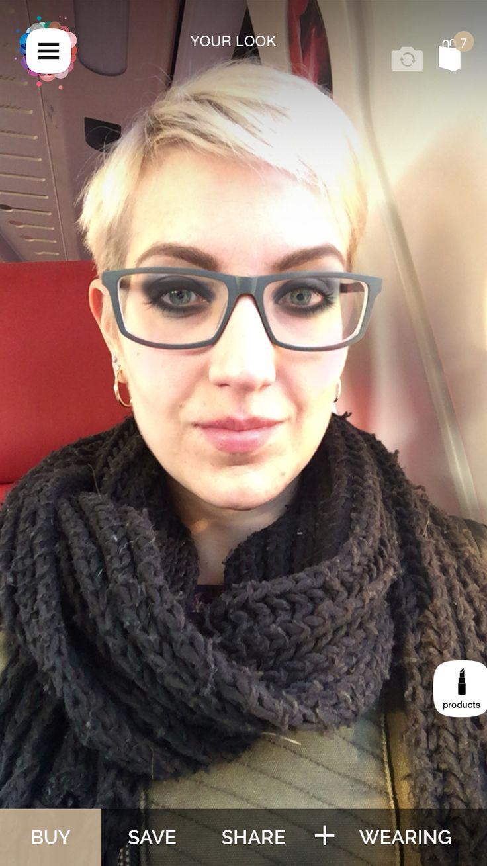 Ik kan zelfs in de trein op zoek naar make-up inspiratie via de L'Oreal Makeup Genius app! Lovely smoky eyes! En het werkt zelfs met bril!