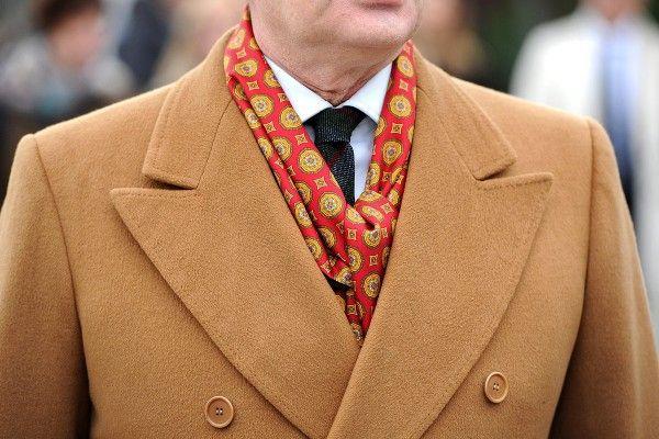 Dwurzędowy jasny płaszcz