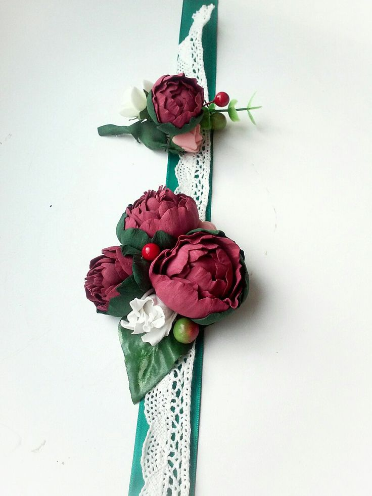 Свадебная бутоньерка на руку и бутоньерка жениха с пионами цвета марсала. Wedding boutonniere. #бутоньерка на руку, #бутоньерка марсала #wedding boutonniere marsala