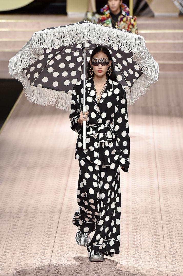 aa03b947ca8ca La gran fiesta de Dolce   Gabbana en Milán  Monica Bellucci, Carla Bruni,