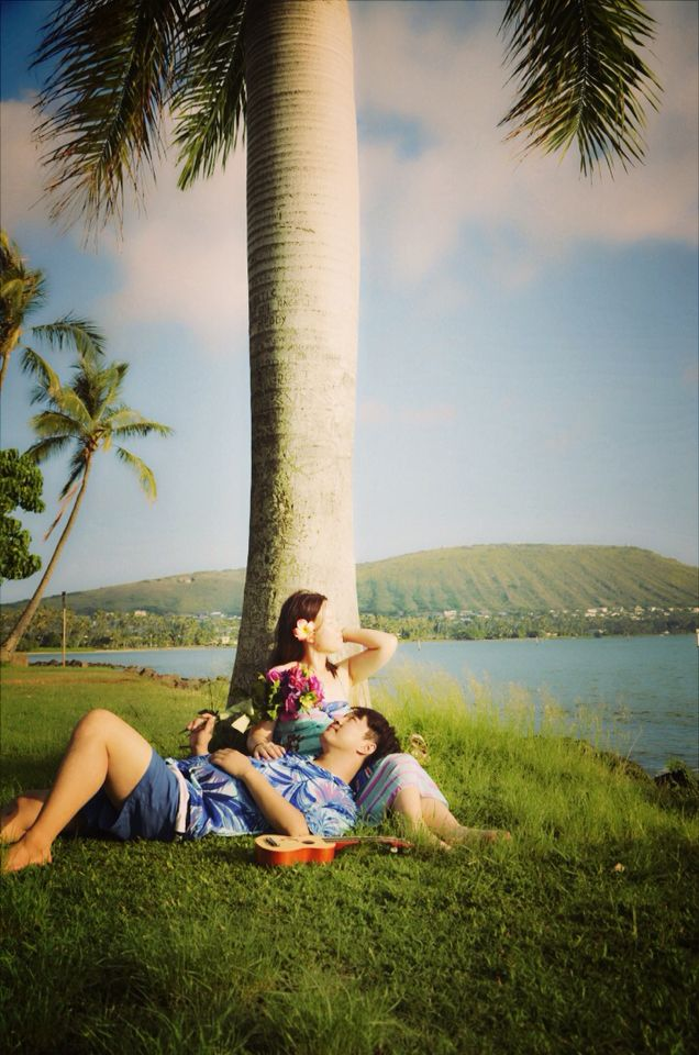 Hawaii beach photo shoot. Hawaii family photo. Hawaii vacation photoshoot.  Photographed by Jacey Hagh