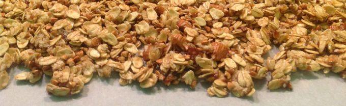 Vegan, gluten and refined sugar free Cinnamon Bun Granola that smells heavenly!