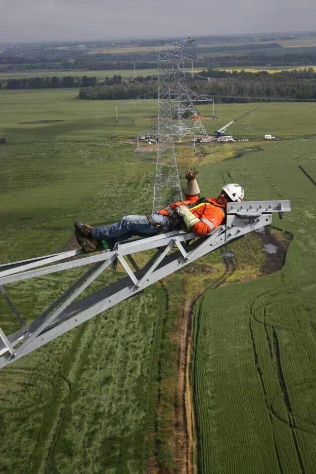 48 Spine Chilling Linemen Photos During Work Lineman Power Lineman Journeyman Lineman