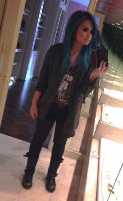 Demi Lovato has blue hair!