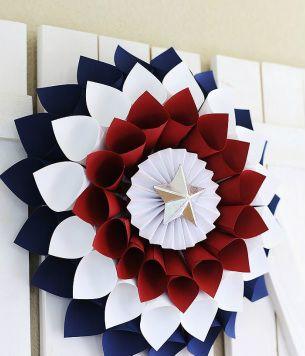 Gorgeous DIY Patriotic Wreath--so easy!