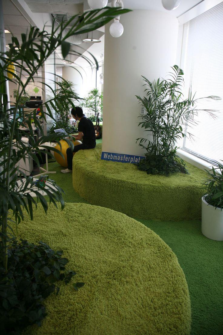 いきなり迷い込んだらドキッとすること請け合いの「竹ガーデン」。ここも作業スペースとして使用できる場所のひとつ。新しいアイデアはこんなユニークな場所から生まれてくる。