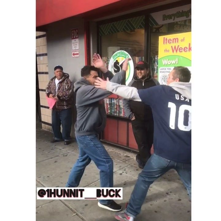 #mustwatch #dumbass #crackheads WE MADE THEM SLAP BOX FOR #fakemoney . @murdaholla @black_thahitta @worldstar #1hunnitbuckgang #philly