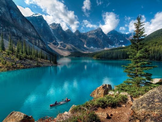 Guests at Moraine Lake Lodge in Alberta, Canada, can take a canoe out on the emerald-colored water of Moraine Lake.(Photo: istockphoto)