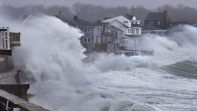 Winter Ice Storm 2013 | strong winter storm lashes parts of east coast storm threatens east ...