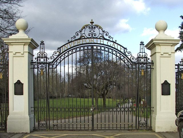 Inverforth Gate, Grovelands Park, Southgate, London