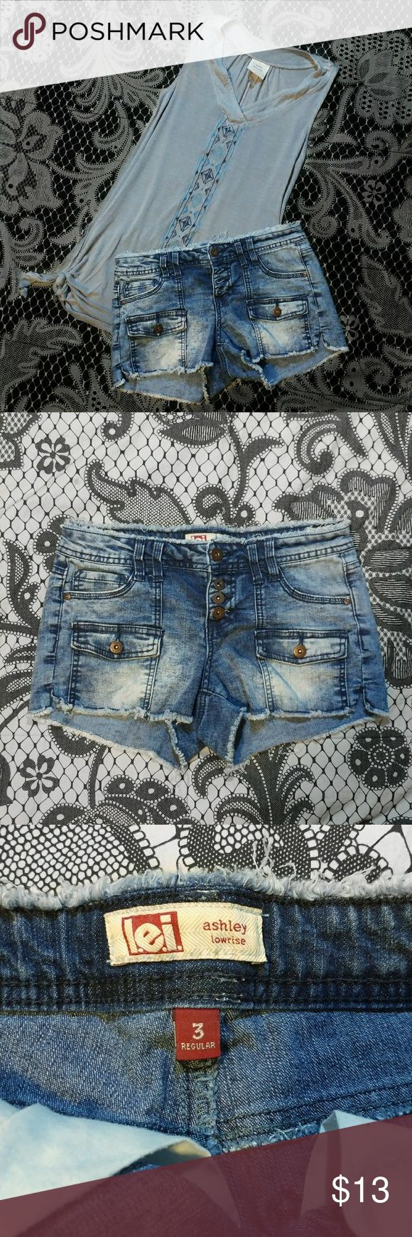 l.e.I.   Ashley Lowrise Acid Wash Shorts These pre-owned shorts are in excellent condition. They feature a full button up design (4 buttons), functional belt loops and super cool pockets in the front! Size 3 Regular.  ❇5 Star Top Rated Seller ⭐⭐⭐⭐⭐ ❇Make an offer  ❇Create a bundle and get 15% off  ❇Packaged With Care  & Speedy shipping ⚡ ❇Lets us know if you require more pictures or have any questions!  lei Shorts Jean Shorts