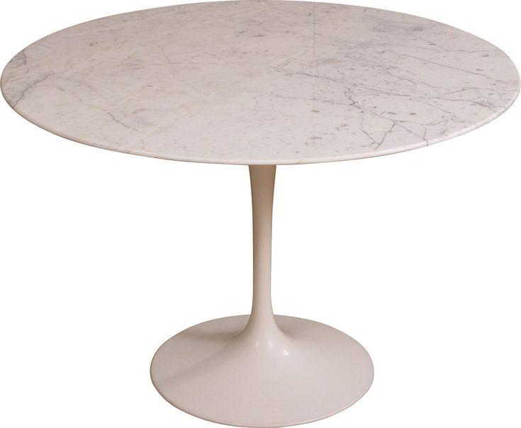 """<p>Table """"Tulipe"""" en marbre de Calacatta pour Knoll par Eero SAARINEN datant des années 70. Table de repas ronde en marbre de Calacatta. Pied tulipe en rilsan blanc. Plateau poncé et verni en parfait état. Bon état de conservation, quelques traces d'usure.</p>"""
