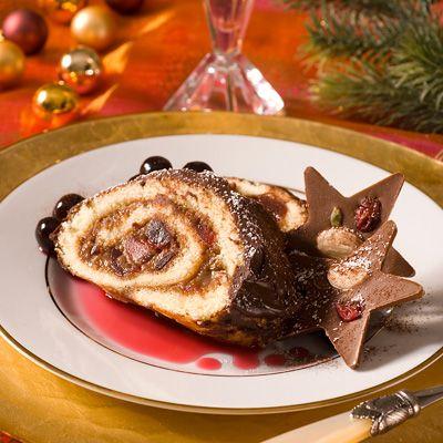Découvrez la recette Bûche au chocolat et aux griottines sur cuisineactuelle.fr.