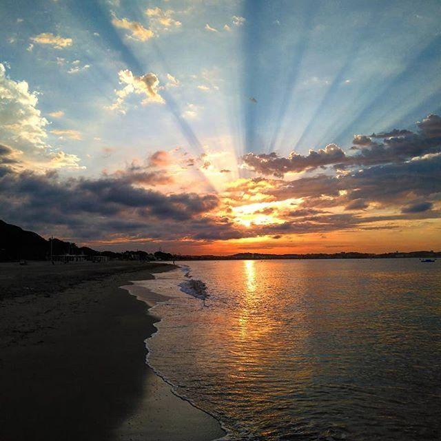 #Repost @annapinol4 (@get_repost) ・・・ #bondía #cambrils que #maca et despertes #igtraveling #igtravel #igpassport #nature #sun #clouds #summer #sea#xarxadelport #xarxadelportcambrils