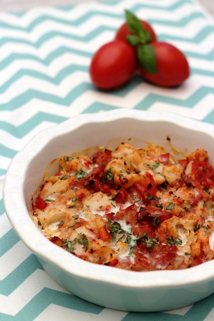 Voici un gratin façon romaine à base de chou fleur, tomates, ail, oignon et basilic ainsi qu'un peu de lardons ou bacon. Une recette que m'a donné ma maman et qu'on a adoré! J'aime bien le chou fleur mais il ne faut pas m'en proposer trop souvent... cuisiné...