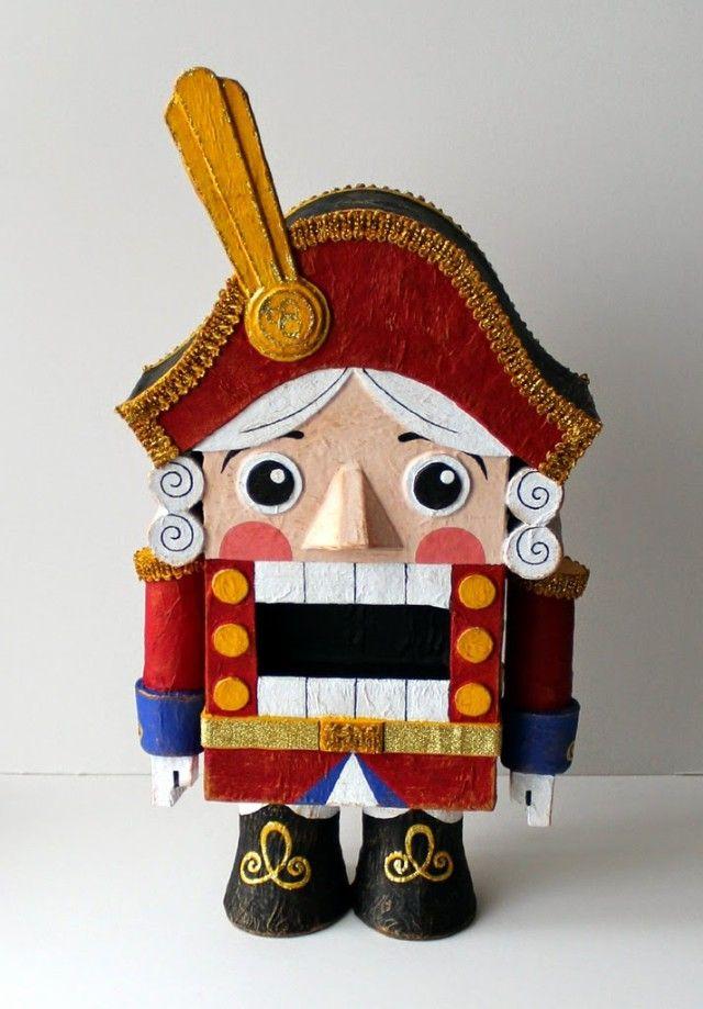 Предлагаем вместе изготовить сказочного героя - Щелкунчика. Он исполнит роль эксклюзивной елочной игрушки.