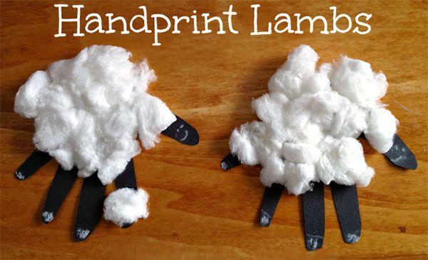 Pecorelle con impronte delle mani ed ovatta