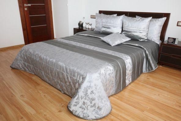 Luxusná prikrývka na posteľ v strieborno sivej farbe