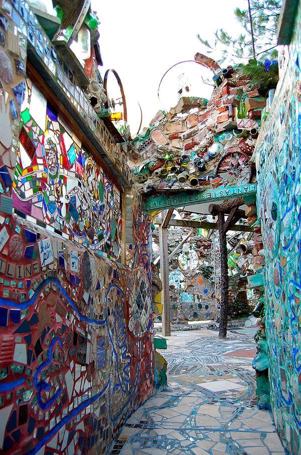 mosaic art | ... Magic Garden and Its Mosaic Art (Made from Found Objects) | Art