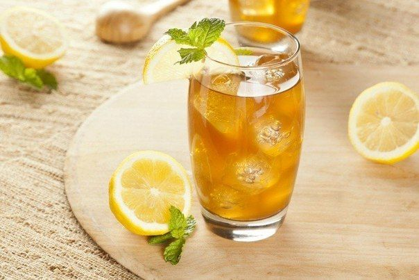 Cold apple tea with mint