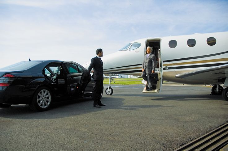 Melbourne Metro Limos is one of the leading Airport Transfers service provider in Melbourne. Our Airport Limousine Hire service is offering door to door Melbourne Airport Transfers at the affordable price for our esteemed clients.