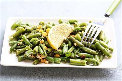 Τα φασολάκια με μανιτάρια και λεμόνι είναι λαδερό φαγητό όπου προτιμάτε τις ημέρες του Πάσχα σαν νηστίσιμο και υγιεινό φαγητό.