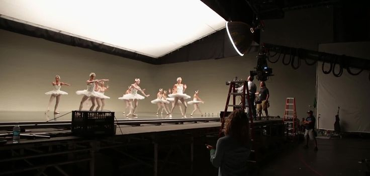 """Behind the scenes on the set of Taylor Swift's music video """"Shake it Off"""""""
