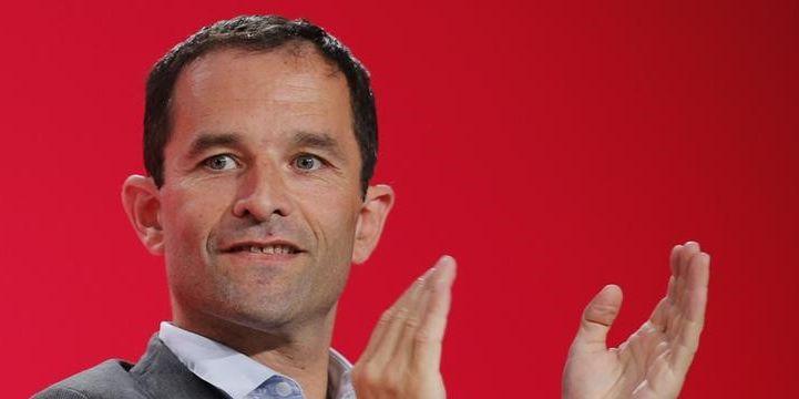 Benoît Hamon arrive en tête du premier tour de la primaire de la belle alliance populaire, avec un peu plus de 35 % des voix, devant Manuel Valls avec environ 31,5 % des suffrages, et Arnaud Montebourg (18,30 %). Ce dernier a d'ores et déjà annoncé son soutien à Benoît Hamon.
