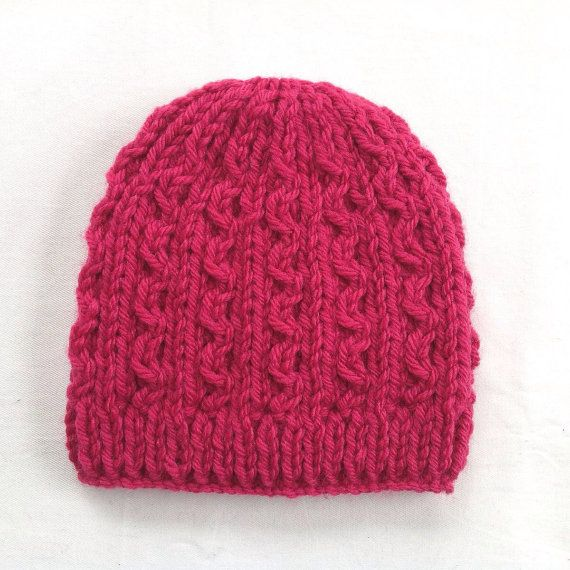 4 à 7 ans. Il s'agit d'un bonnet tricoté de jolies filles dans un très joli profond rose couleur rose. Tricotés à la main dans un très doux, trapu, mélange de laine (20 % laine 80 % acrylique). Le chapeau mesure 7.5 (19cms) en profondeur de la Couronne et convient à un tour de tête de 18-21(46-53 cm).  Cool de lavage machine cycle délicat et machine court sec, basse température, ou plat sec.  S'il vous plaît lire mes politiques et FAQ pour plus d'informations.  Expédition à la France est…