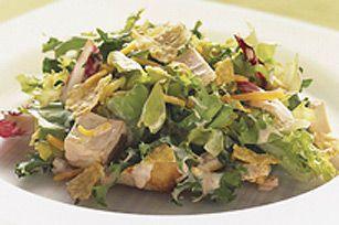 Apportez les ingrédients de la salade dans un sac de plastique refermable; secouez et mangez !