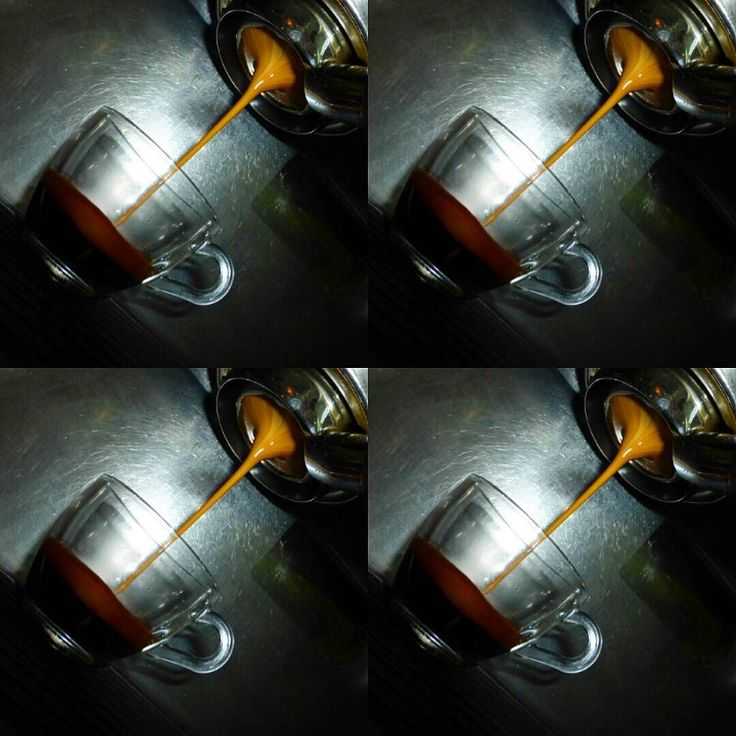 AROMA DI CAFFÈ  Tostado medio 14 gramos de molienda fina 20 Kg de presión sobre una compactación uniforme 09 Bares de presión en máquina agua a 90C de temperatura filtro desnudo 25 segundos de extracción y 30 mililitros de pasión hecha café. . #MomentosCafé #CoffeeMoments…