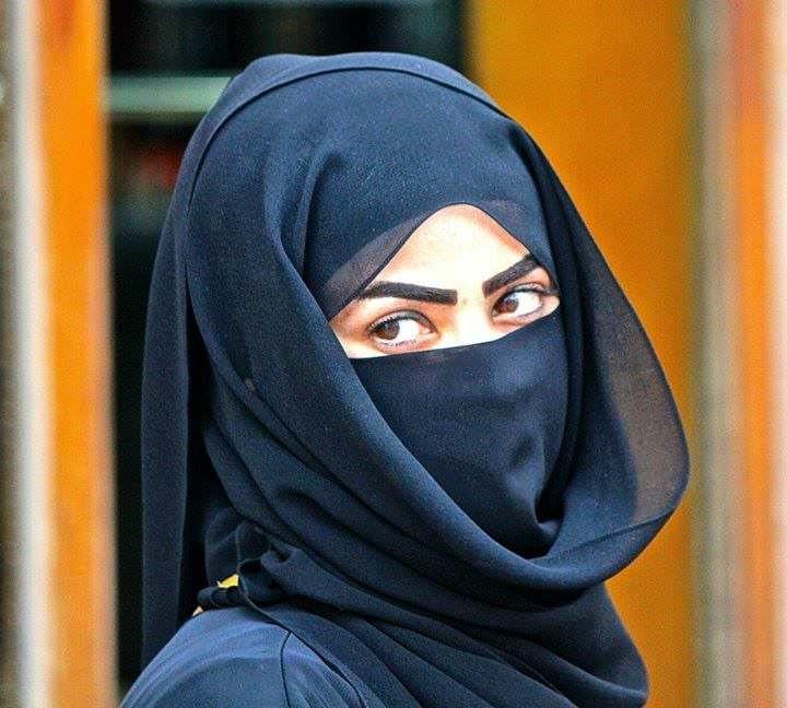 image Arab women in hijab showing her titties