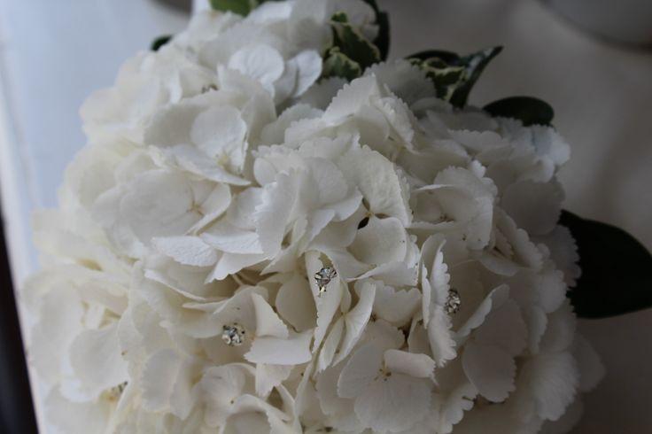 #corflor #ortensiebianche #brillantini #comunioni #bouquetpercomunioni www.corflor.it