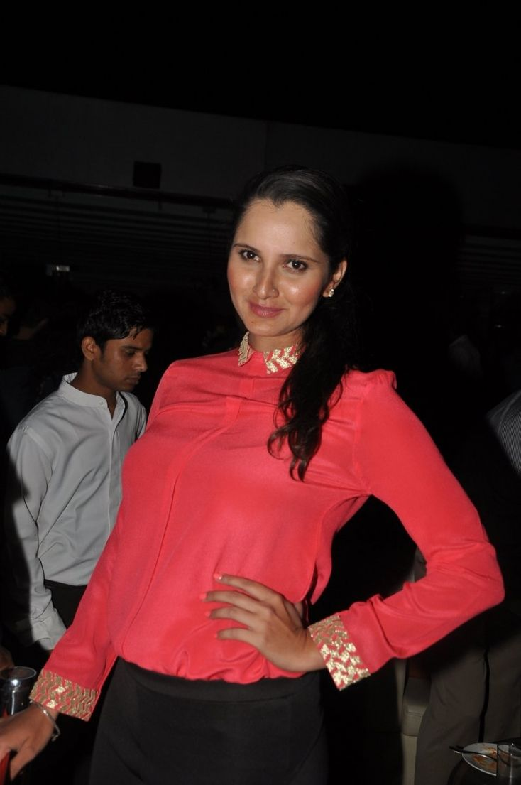 Sania Mirza celebrated New Year with tennis aces including Rohan Bopanna and Somdev Devvarman