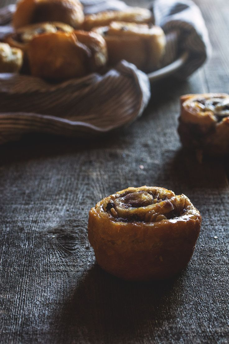 Blueberry and Almond Morning Buns | HonestlyYUM