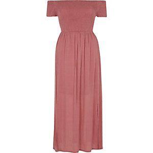 Roze gesmokte maxi-jurk in bardotstijl