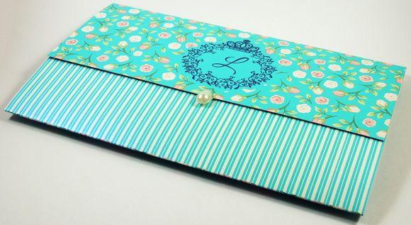 Lindo Convite confeccionado em papel Diamond Telado ou Dimond Dapple (casca de ovo) 180grs  Dimensões:  Aberto - 22cm (largura) x 29 cm (altura)  Fechado - 22 cm (largura) x 14cm (altura)    Fechamento com Meia Pérola Redonda ou Gota(foto).  Altura: 14.00 cm  Largura: 22.00 cm