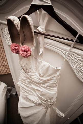 Pink & Peach Summer Vineyard Vintage Wedding   Confetti Daydreams - Vintage and romantic bridal look with peach and pink accessories ♥ #Pink #Peach #Vintage #Wedding #Theme