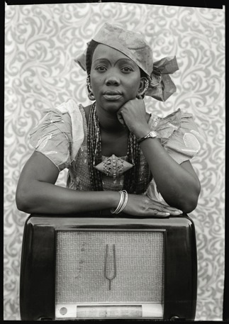 POSTCARDS FROM MALI: KEÏTA STYLE Posted by Suzanne Shaheen As fashion week migrates from New York to London and then eventually to Paris, we've been thinking about global variations on personal style and popular fashion. The work of the Malian photographer Seydou Keïta seems the perfect way to address these motifs.
