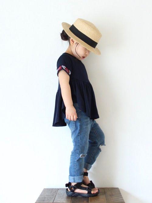 袖の刺繍が素敵なTシャツ♡ 届いてみたら、サイドは短く後ろは長い丈で、めっちゃかわいい (⑅˘͈ ᵕ