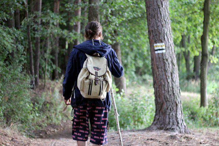 following Niente: Nowe Rumunki by panna-poziomka  #PolskaMalowana #fotografia #photography #man #mężczyzna #człowiek #walking #wandering #park #wędrówka #spacer #stroll #plecak #backpack #forest #las