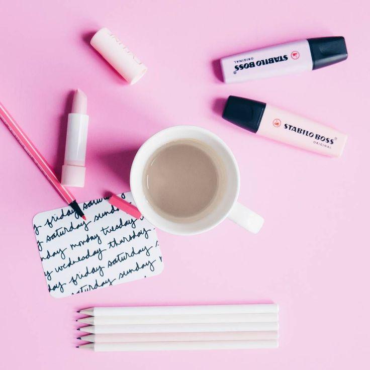 Dziś w planach obliczanie rysowanie planowanie i tworzenie list zakupów czyli kolejny krok w stronę urządzenia własnego M. Jeśli ktoś myśli że remont = poszukiwanie inspiracji na Pinterest... Cóż mocno się rozczaruje. Dużo w tym wszystkim technicznych aspektów i liczenia ale na szczęście mam Pana Męża - mistrza logicznego myślenia i wyłapywania wszystkich luk. Ogromne wsparcie!  #pink #ThinkPINK #stationery #girly #coffee #coffeelover #coffeeshots #instcoffee #stabilo #coffeetime #Creative…